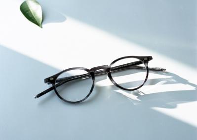 """""""美しい道具""""をコンセプトとするアイウェアレーベル10 eyevanの人気シリーズに、コンティニュエ別注の新色が登場!"""