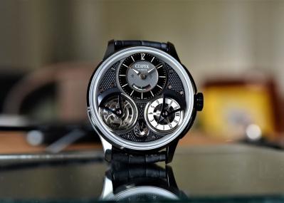「チャペック」の世界限定10本のコンプリケーションは、トゥールビヨン&GMTをブラックモダンな装いに集約した逸品。