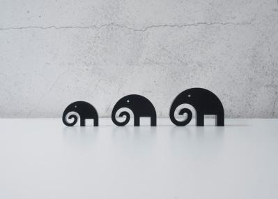 彫刻家・五十嵐威暢が手がけた、愛らしい象のオーナメントが7月中旬より発売