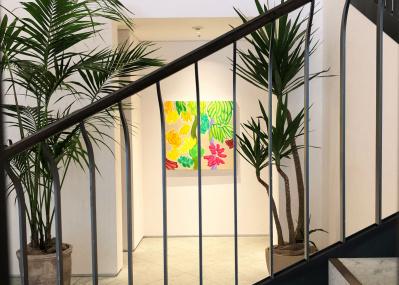 リゾートでの記憶を凝縮した大宮エリーの絵画に、元気をもらう。
