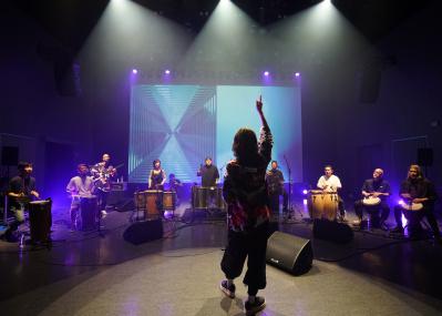 シシド・カフカが主宰する『エル・テンポ』が、ブルーノート東京で初公演&インターネット配信!