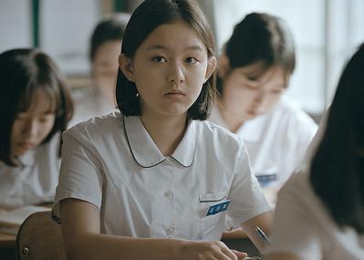 社会が揺れ動いた90年代の韓国を舞台に、少女の危い内面を描いた映画『はちどり』が心を打つ。