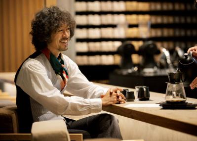 滝藤賢一が体験、自分の好みが見つかる次世代型コーヒー専門店