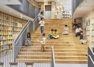 大阪中之島に生まれた「本の森」は、安藤忠雄から子どもたちへの贈りもの。