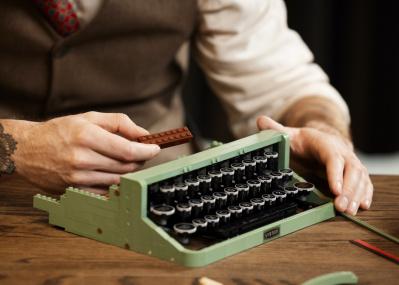 実際に文字を打てる!本格派「レゴタイプライター」がすごい