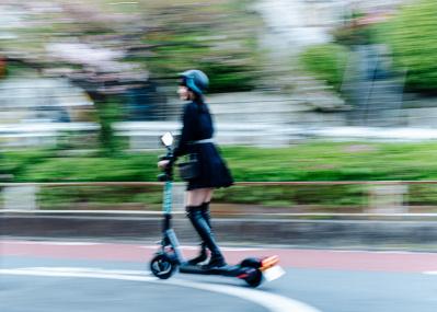短距離移動が変わる! 電動キックボードのシェアサービスが渋谷、新宿、六本木などで始動
