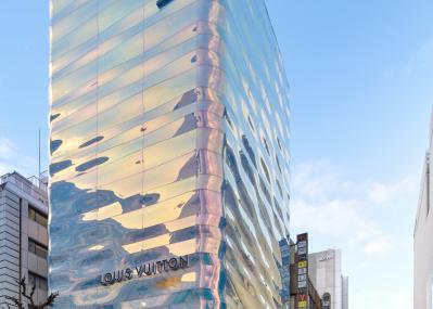 銀座に現れた圧巻の建築! その正体は、3月20日にリニューアルオープンのルイ・ヴィトン 銀座並木通り店。