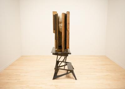 「建物としての自画像」を表現した壮大なインスタレーション『マーク・マンダース —マンダースの不在』