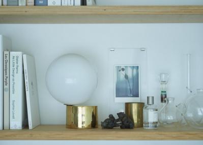 【名作照明に恋して】Vol.04 満月のようなラウンドシェイプが心を満たす、テーブルランプ5選。
