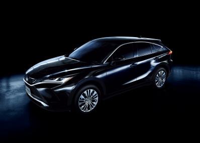 国産都市型SUVの代表格、トヨタ・ハリアーの新型が7年ぶりに登場。