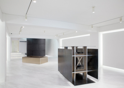 """神楽坂の新ギャラリー「√K Contemporary」に、""""もの派""""の原口典之による渾身の最新作が集結。"""