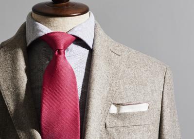 Penが博多織の老舗オカノとコラボ! 青・赤各50本限定で贅沢なネクタイを発売。
