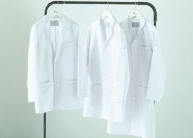 医療従事者に笑顔と勇気を。ロンハーマンとメディカルアパレルのクラシコが「白衣」を開発。