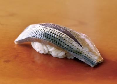 """江戸前鮨の名店に訊いた、""""鮨のための魚""""コハダの奥深さ"""