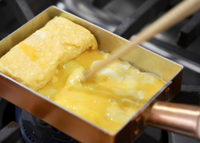 たまご焼きがプロの味に! 合羽橋の老舗料理道具店が手がけた「銅厚手たまご焼器」の実力