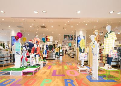 """新オープンの「ユニクロ パーク 横浜ベイサイド店」は、佐藤可士和が構想した""""建物まるごと遊べる公園""""だ。"""