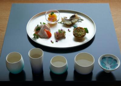 厳選された5種類の高級日本酒「長谷川栄雅」と、トップシェフが創作した酒の肴