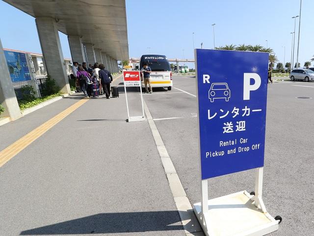 石垣島空港内レンタカー送迎バス乗り場