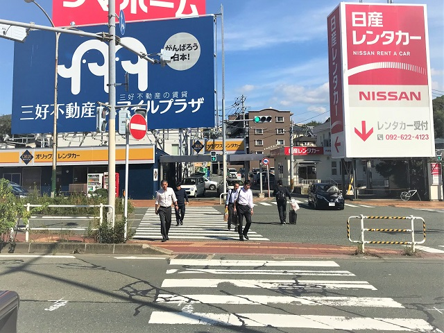 福岡空港最寄りのレンタカー店