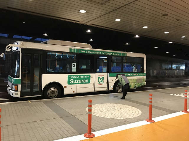 新千歳空港内レンタカー送迎バス乗り場