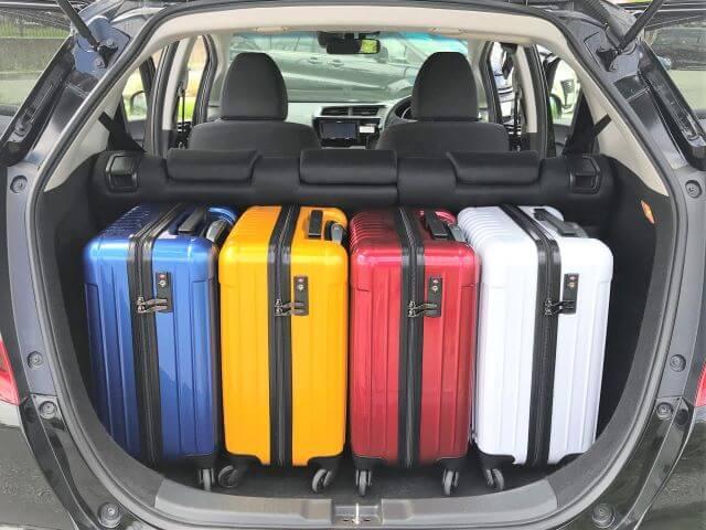 ▲フィットの荷室空間はキャリーバッグ(機内持ち込みサイズ)×3~4個が目安スペース!