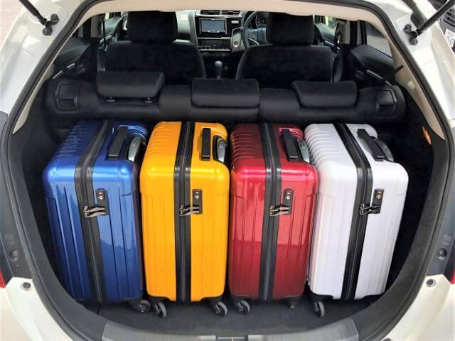 ▲フィットの荷室空間はキャリーバッグ(機内持ち込みサイズ)×4個が目安スペース!