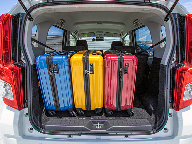 ▲荷室空間はキャリーバッグ(機内持ち込みサイズ)×3個が目安サイズ!