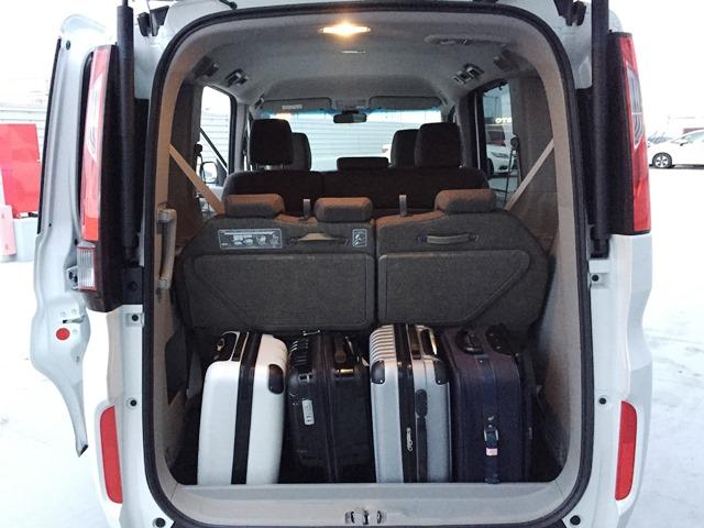 ▲荷室空間は、キャリーバッグ(機内持ち込みサイズ)×4個が目安サイズ!