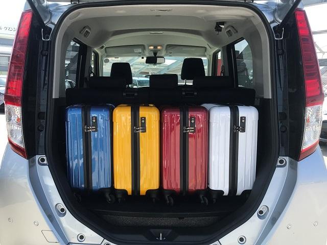 ▲ルーミーの荷室空間はキャリーバッグ(機内持ち込みサイズ)×4個が目安スペース!