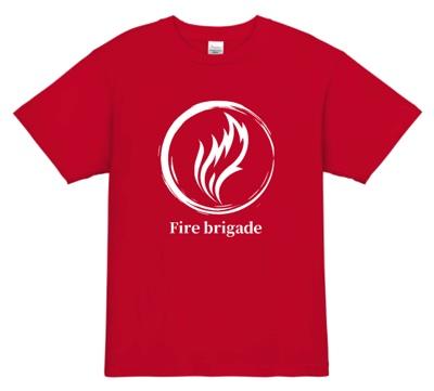 炎をモチーフにしたイラストと「Fire brigade」の文字をあしらった消防団Tシャツ