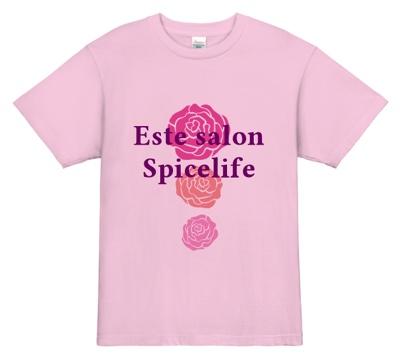 上品なピンク色で女性客層のお客様にアプローチする美容室の制服