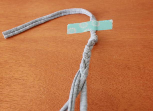 三つ編みをする