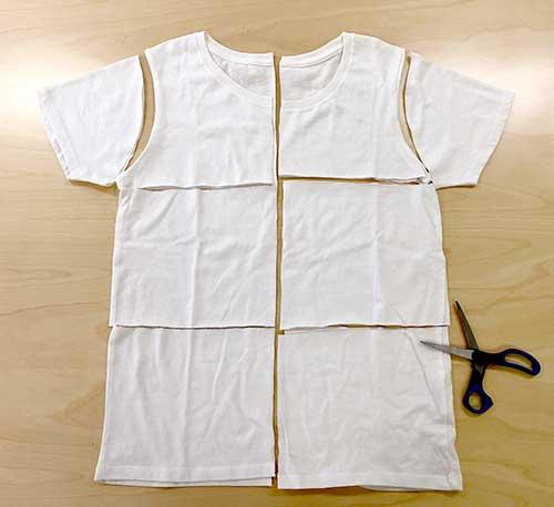 Tシャツをハサミでカットしてウエスを作成