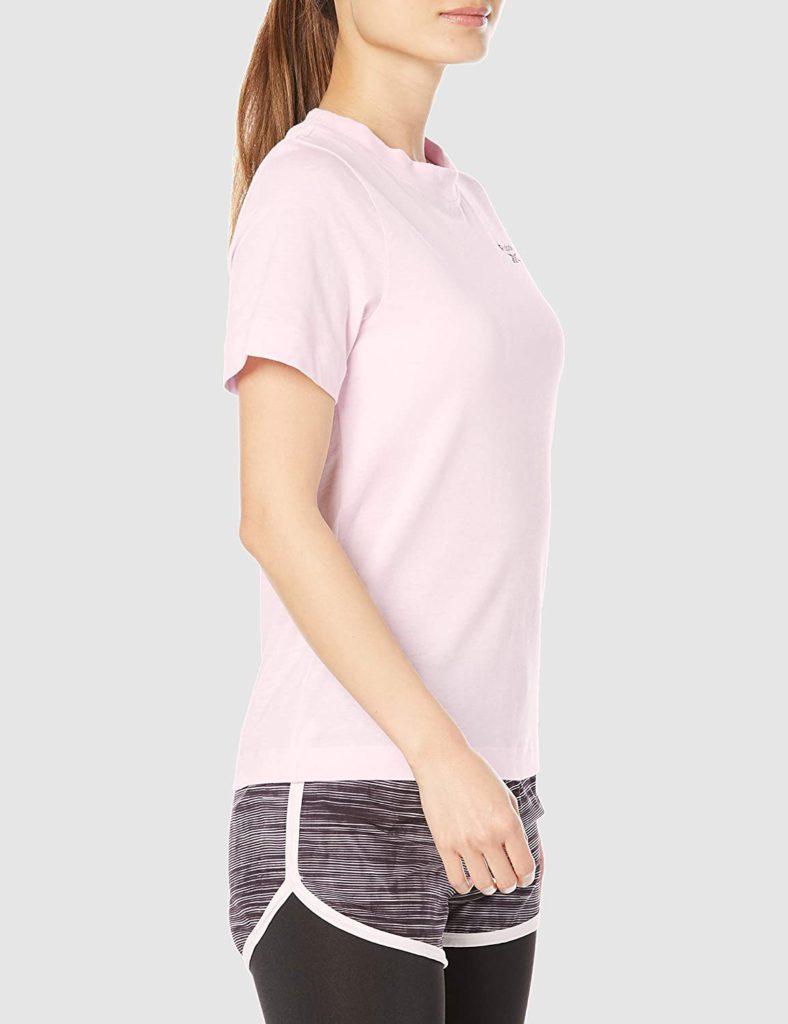 Tシャツとレギンスのシンプルスタイ