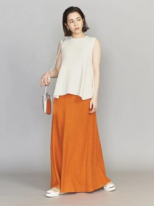 華やかカラーのスカート