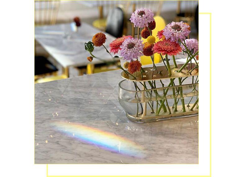 お店にはお花も所々に飾られてます