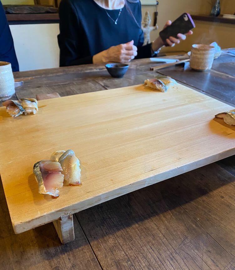 永尾まりや 家族でお寿司を囲む