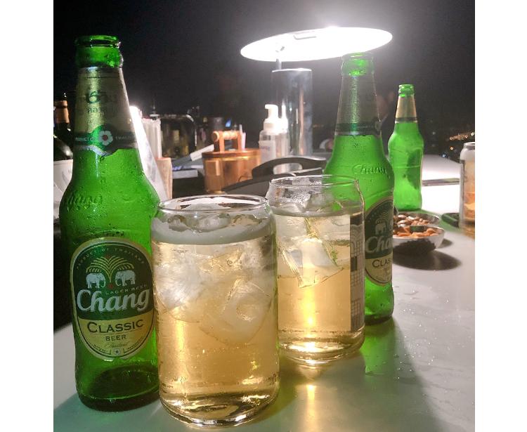 チャーンビールが並ぶテーブル