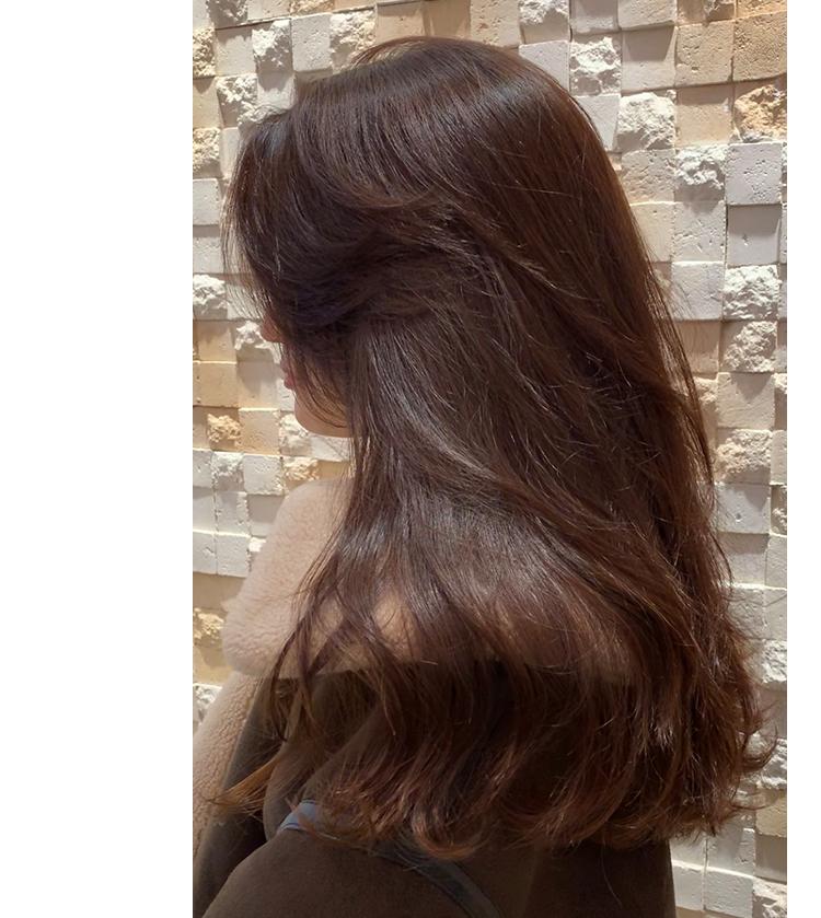 ストレートのままでも流れのある髪を再現
