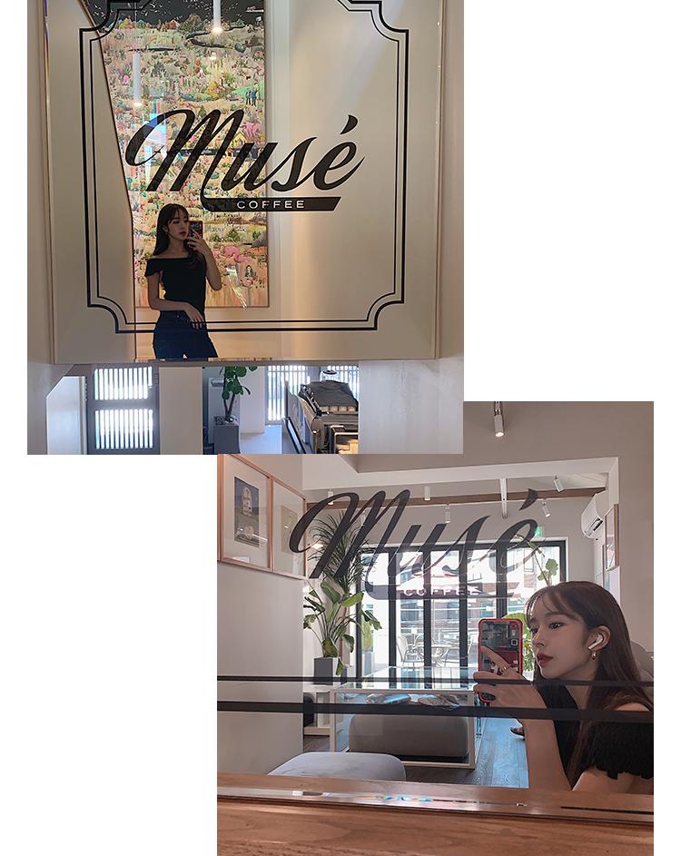 カフェの所々に鏡が