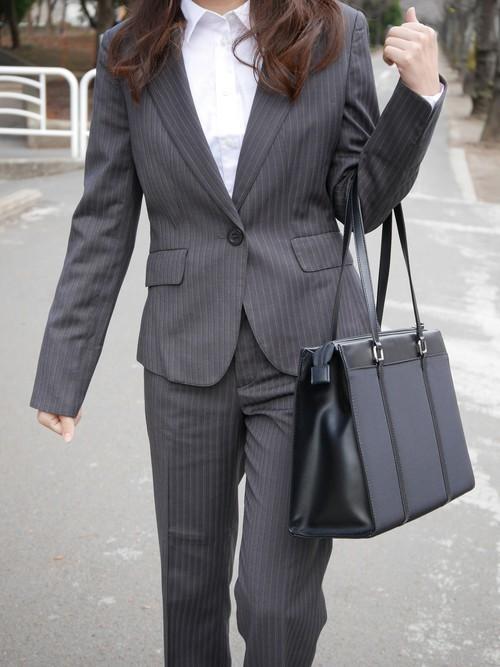 スーツを使った家庭裁判所の服装