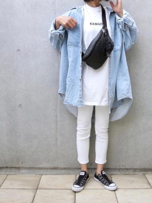 デニムジャケットを使った冬の白スキニーコーデ