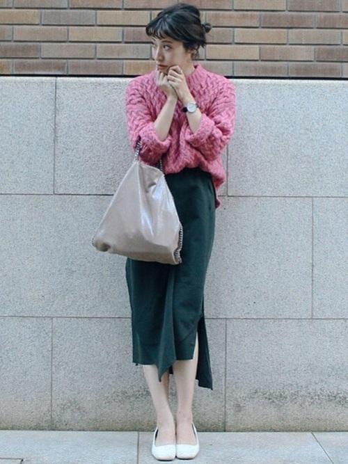 モスグリーンと合う色【ピンク】