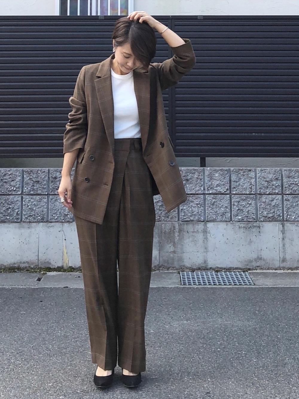 ブラウンパンツスーツ