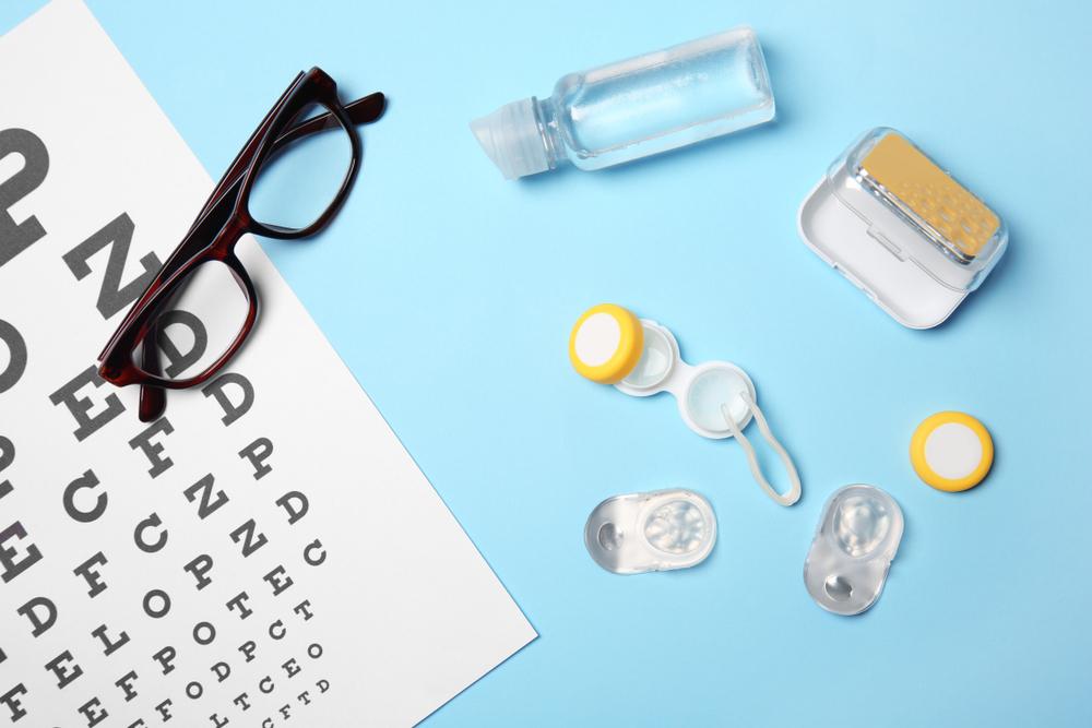 メガネやコンタクト