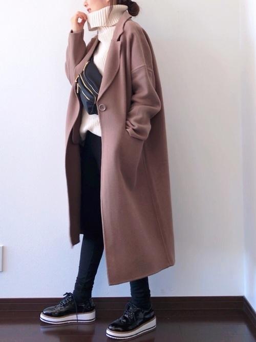 ロングコートを使った山口の服装