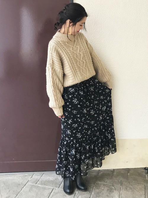シフォンスカートを使った山口の服装