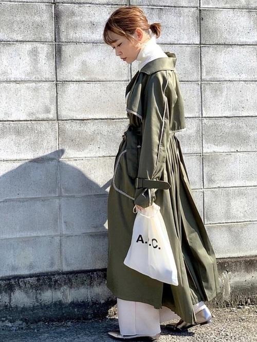 トレンチコートを使ったハンガリーの服装