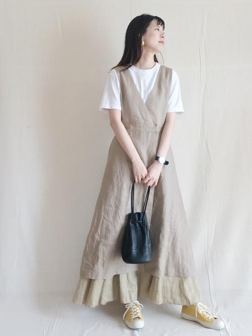 白Tとリネンワンピの涼しい服