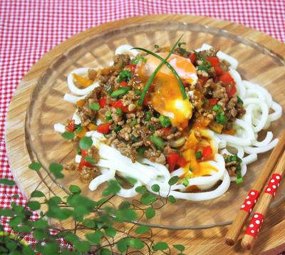 麺つゆが香る♪野菜たっぷりドライカレーうどんのレシピ